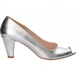 Pantofi argintii, decupati