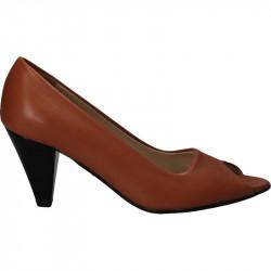Pantofi decupati, din piele...