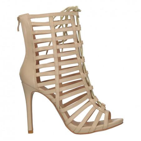 Sandale fashion, pentru outfituri urbane