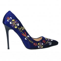 Pantofi catifea cu motive traditionale
