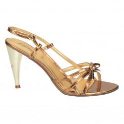 Sandale elegante, culoarea...