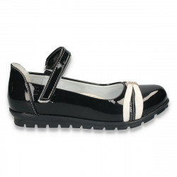 Pantofi fete, din piele eco lacuita, negri - W3