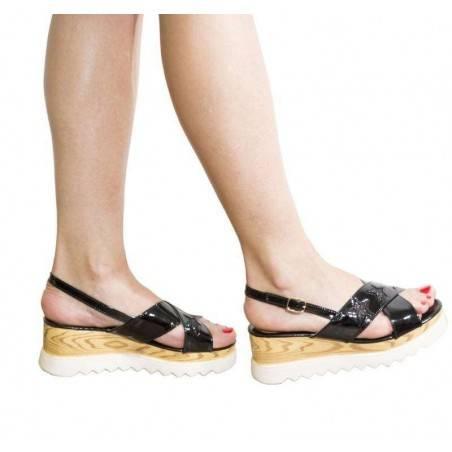 Sandale negre din lac, cu decor stea, marca Mellisa