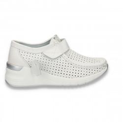 Pantofi casual dama, din piele, cu scai si perforatii, alb - W227